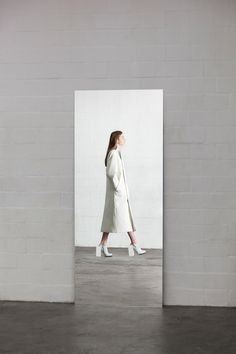 Contemporary Fashion - white coat with clean lines, minimal fashion // Leoni…