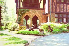 salvatore house Cute Room Ideas, Mystic Falls, My Dream Home, Tudor, Vampire Diaries, Furniture Decor, Taj Mahal, Architecture Design, Landscape
