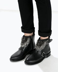 ZARA Leather ankle boot with metal details Stiefel Botte Ref. Black Leather Ankle Boots, Black Boots, Boot Over The Knee, Sport Street Style, Fly Shoes, Zara Boots, Shoes World, Shoe Boots, Shoe Bag