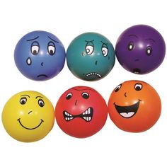 Bälle mit lustigen Gesichtern um Witz und extra Spaß zur ihren Trampolinsessions hinzu zu fügen.