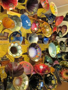 The Phonograph Museum~   hundreds of phonographs and records (mostly cylinders) from every era of the technology's history.