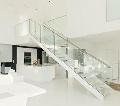 Home Design, Home Stairs Design, Home Interior Design, Wood Stairs, House Stairs, Facade House, Glam Living Room, Floating Stairs, Living Room Designs