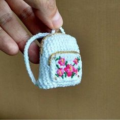 Today, we will share all the wonderful amigurumi knitting toy free recipes th Crochet Purses, Crochet Dolls, Cute Crochet, Crochet Baby, Single Crochet, Accessoires Barbie, Little Backpacks, Crochet Backpack, Crochet Barbie Clothes
