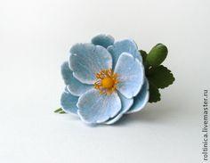 Броши ручной работы. Ярмарка Мастеров - ручная работа Войлочная брошь «Голубой цветок». Handmade.