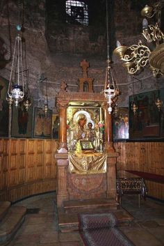 Most Holy Lady of Jerusalem aka Panagia Ierosolymitissa is a very popular icon… Mary Magdalene And Jesus, Nativity Church, House Of Gold, Beautiful Nature Pictures, Russian Icons, Byzantine Icons, Orthodox Christianity, Madonna, Orthodox Icons