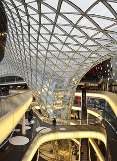 Surface bridging - Myzeil on Behance MyZeil shopping center, Frankfurt Germany by architects Massimiliano & Doriana Fuksas Library Architecture, Parametric Architecture, Parametric Design, Futuristic Architecture, Architecture Design, Atrium Design, Roof Design, Shoping Mall, Future Buildings