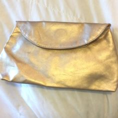 Gold make up bag Medium sized make up bag. Never used, but two minor flaws due to storage(see picture) ❤️bundle 3 or more items from my closet to receive 15% off your total❤️ Stila Bags Cosmetic Bags & Cases