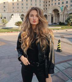 Color Rubio, Black Leather Biker Jacket, Autumn Street Style, Biker Girl, Look At You, Easy Hairstyles, School Hairstyles, Formal Hairstyles, Hair Inspiration