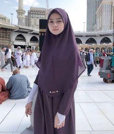 See More – Hijab Fashion 2020 Casual Hijab Outfit, Hijab Chic, Hijab Dress, Beautiful Muslim Women, Beautiful Hijab, Beautiful Lips, Hijab Barbie, Muslim Women Fashion, Muslim Beauty