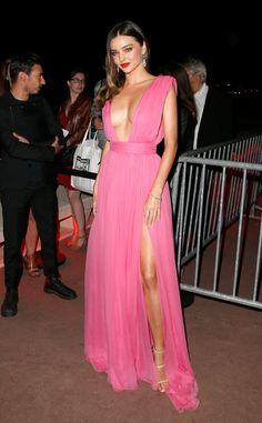 Miranda Kerr showed off her supermodel bod in a flowing pink Emanuel Ungaro dress that got a sexy touch from a revealing neckline and a thigh slit.