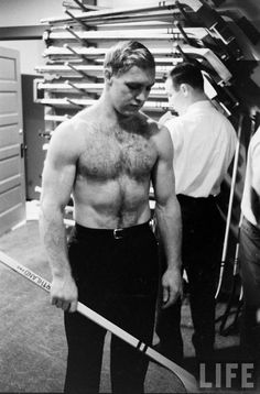 Bobby Hull, Hockey Players, Life Magazine, Old Photos, Cubs, Vintage Men, Athlete, Muscle, Black And White