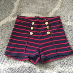 Coastal shorts Gold buttons with anchors on them. Zipper in the back center Forever 21 Shorts