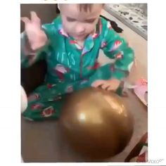 Now that's creative problem solving Merman, Problem Solving, Best Funny Pictures, Christmas Bulbs, Good Things, Entertaining, Holiday Decor, Creative, How To Make
