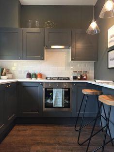 Metro Tiles Kitchen, Kitchen Wall Tiles, Kitchen Units, Kitchen Ideas, Howdens Kitchens, Grey Kitchens, Home Kitchens, Real Kitchen, Kitchen Things