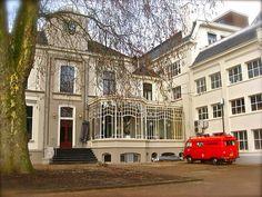 Enschede - Achterzijde Villa van Heek, de voormalige woning van de textielbaron