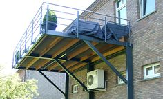 suspended steel terrace - All About Balcony Porch And Balcony, Iron Balcony, Second Story Deck, Balcony Railing Design, Steel Deck, House Deck, Backyard, Patio, Pergola Designs
