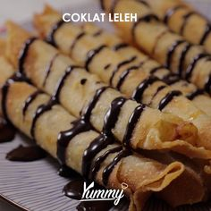 Pisang Aroma | Yummy - Temukan resep-resep menarik lainnya hanya di: ⁣ Instagram: @Yummy.IDN ⁣ Facebook: Yummy Indonesia #pisangaroma #pisanggoreng #pisang Indonesian Desserts, Asian Desserts, Snack Recipes, Dessert Recipes, Cooking Recipes, Pudding Recipes, Cooking Time, Oven Cooking, Cooking Bacon