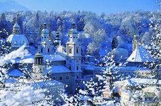 Der Schnee kehrt ein in Salzburg und die ganze Altstadt erstrahlt in weißem Glanz! http://www.city-guide-salzburg.com/winterurlaub/