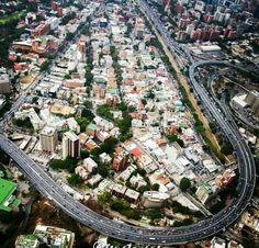 Las Mercedes - Autopista Prados del Este - Francisco Fajardo y avenida Rio de Janeiro.