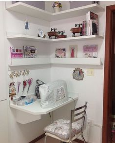 Ideas For Craft Room Sewing Table Offices Sewing Nook, Sewing Room Design, Sewing Room Storage, Sewing Room Organization, My Sewing Room, Craft Room Storage, Sewing Table, Sewing Studio, Corner Storage