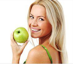 """Die richtige Ernährung für gesund aussehende Haut - Je gesünder man sich """"von Innen heraus"""" fühlt, desto gesünder wirkt das Äußere. Lese HIER die Tipps unserer Expertin Samantha Clayton, was es bei der Ernährung zu vermeiden gilt und wel…"""
