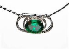 Green Topaz Color Stone Pendant has an elegant design, the color of the Topaz is amazing and bright would be nice to be worn with choker or thick necklace.