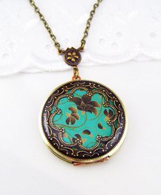 Hey, I found this really awesome Etsy listing at https://www.etsy.com/listing/185311382/locket-teal-floral-vintage-locket-photo