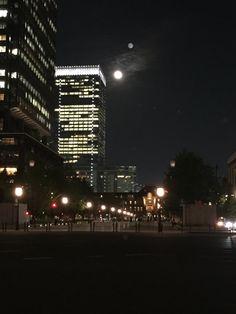 東京駅と月