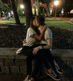 16 Poses kissing your boyfriend that you must . - 16 Poses kissing your boyfriend that you must . Cute Couples Photos, Cute Couple Pictures, Cute Couples Goals, Romantic Couples, Couple Photos, Cutest Couples, Couple Tumblr, Tumblr Couples, Teen Couples