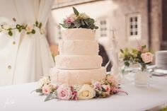 Still in love with our wedding cake  // Yes I Do Photography