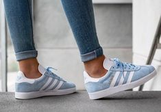 Gazele Adidas, Legging Adidas, Adidas Sneakers, Black Adidas, Campus Adidas, Adidas Gazelle Women Outfit, Adidas Shoes Women, Adidas Outfit, White Tennis Shoes