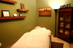As a massage therapist I love getting new ideas for my massage room Massage Room Decor, Massage Therapy Rooms, Massage Clinic, Spa Massage, Facial Room, Reiki Room, Clinic Design, Spa Rooms, Treatment Rooms