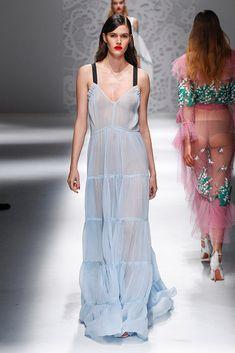 Blumarine – Fashion Week Mailand F/S 2018 Fashion 2018, Fashion Week, Runway Fashion, Fashion Dresses, Vogue Fashion, Milan Fashion, Evening Dresses, Summer Dresses, Mode Boho