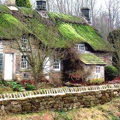 Cottages at Baslow, Derbyshire, UK