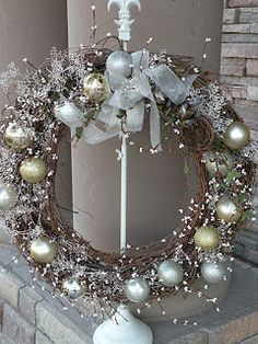 Seasons Of Joy: Seasons Greetings Wreath http://deckthehalls-christmas.blogspot.com/2011/11/seasons-greetings-wreath.html#