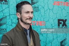 Jonathan Tucker attends the Premiere Of FX's 'Justified' Series... ニュース写真 | Getty Images