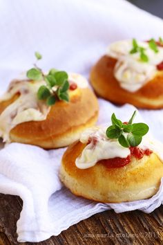 Mini Margherita Pizzas,so light and fluffy,perfect as appetizers for parties or simply for dinner. Just delicious !
