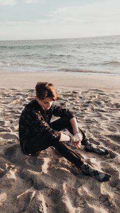 Payton Moormeier wallpaper to boyfriend Payton Moormeier Wallpaper: Beach Day 🏖 Young Cute Boys, Cute Teenage Boys, My Future Boyfriend, To My Future Husband, Beautiful Boys, Pretty Boys, Cute Boy Wallpaper, Teenage Boy Fashion, Boys Are Stupid