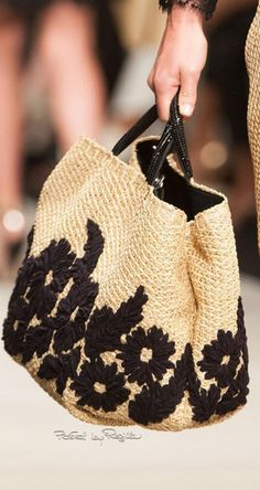 Ermanno Scervino at Milan Fashion Week Spring 2015 - Details Runway Photos Klum, Diy Tote Bag, Boho Bags, Linen Bag, Ermanno Scervino, Summer Bags, Knitted Bags, Handmade Bags, Beautiful Bags