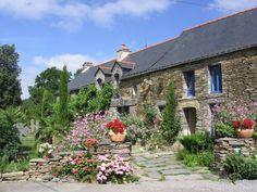 La Gacilly, Bretagne http://www.tourisme.fr/2319/office-de-tourisme-la-gacilly.htm