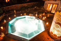 Whirlpool bei Kerzenschein  #Whirlpool #Kerzenschein #romantisch #Romantik #almwellness #Wellness #wellnessurlaub #Tuffbad #alm #berge #lesachtal #wellnesshotel #spa Bathtub, Mountains, Viajes, Standing Bath, Bathtubs, Bath Tube, Bath Tub, Tub, Bath