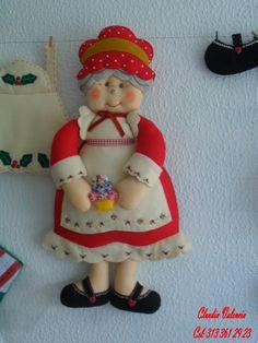 DECORAR TALLER DE MANUALIDADES: ABUELOS NAVIDEÑOS Diy Crafts To Sell, Felt Crafts, Christmas Crafts, Christmas Ornaments, Christmas Sewing, Handmade Christmas, Christmas Diy, Felt Patterns, Stuffed Toys Patterns