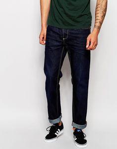 Gerade geschnittene Jeans von Blend Baumwoll-Denim Mittlere Waschung verdeckter Reißverschluss fünf Taschen Straight Fit - gerader Beinschnitt Maschinenwäsche 100% Baumwolle Model trägt 32 Zoll/81 cm Normalgröße und ist 188 cm/6 Fuß 2 Zoll groß