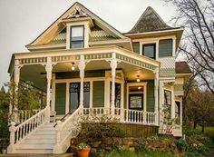 Ideas exterior paint victorian wraps for 2019 Folk Victorian, Victorian Style Homes, Victorian Porch, Victorian Homes Exterior, Victorian Farmhouse, Victorian Decor, Second Empire, Victorian Architecture, House Architecture
