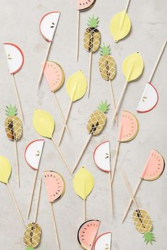 Love these pineapple party picks Fruit Party, Fruit Snacks, Pyjama Party Invitation, Pyjamas Party, Hawaian Party, Summer Gifts, Gender Neutral Baby Shower, Party Entertainment, Diy Party
