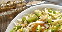 A crunchy Oriental salad recipe using coleslaw mix and ramen noodles! This retro Asian-inspired salad is always a hit! Remember this sa. Salad Dressing Recipes, Chicken Salad Recipes, Healthy Salad Recipes, Salad Dressings, Healthy Food, Ramen Cabbage Salad, Ramen Salad, Soup And Salad, Oriental Ramen