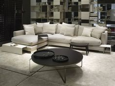 Long Island by Flexform is a modular sofa with a sophisticated design made unique by soft and relaxed shapes. This element of furniture guarantees an almost unexpected comfort and by a wrapping seating.