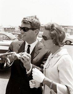 Bobby and Ethel Kennedy 1964 Ethel Kennedy, Robert Kennedy, Jackie Kennedy, Familia Kennedy, Help The Poor, Greatest Presidents, American Spirit, Life Magazine, Jfk