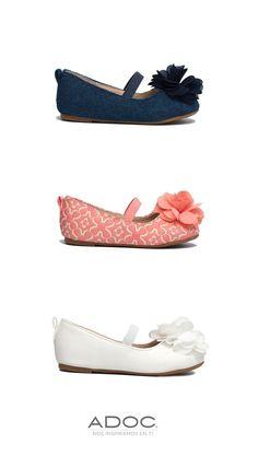 Zapatos Xinia de ADOC disponibles en color blanco, azul y rosa.