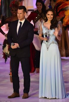 Tim Vincent (L) and Miss World 2013 Megan Young (R) present the grand final of the Miss World 2014 pageant. (Photo by AFP/Leon Neal) Grad Dresses, Event Dresses, Fall Dresses, Nice Dresses, Modern Filipiniana Gown, Filipiniana Wedding, Miss World, Wedding Entourage Gowns, Wedding Dresses